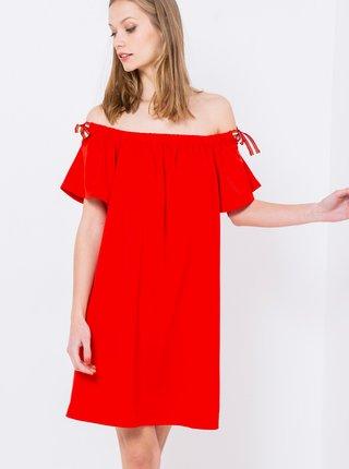 Červené šaty s odhalenými ramenami CAMAIEU