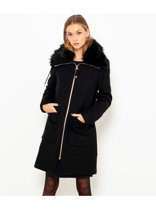 Černý kabát s umělým kožíškem a příměsí vlny CAMAIEU