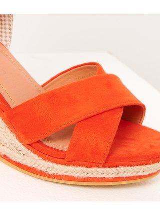 Červené sandále na klínku v semišové úpravě CAMAIEU