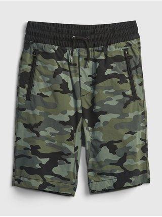 Zelené klučičí dětské kraťasy pull-on hybrid shorts with quickdry. GAP