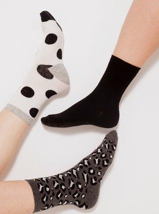 Sada tří párů vzorovaných ponožek v bílé, černé a šedé barvě CAMAIEU
