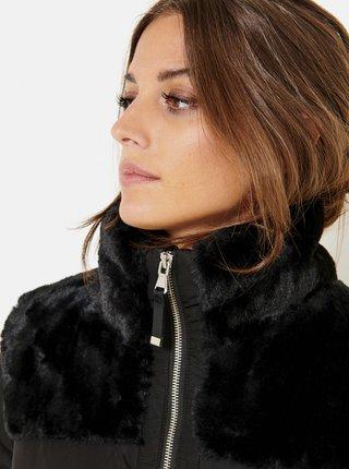 Černá zimní prošívaná bunda s kožešinovým límcem CAMAIEU