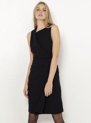 Černé pouzdrové šaty s asymetrickým výstřihem CAMAIEU