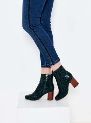 Tmavě zelené kotníkové boty s hadím vzorem CAMAIEU