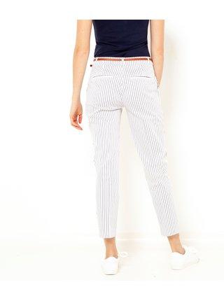 Bílé pruhované zkrácené kalhoty s páskem CAMAIEU