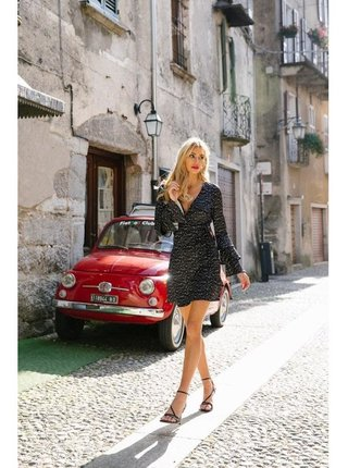 Černé mini šaty se zvonovými rukávy LITTLE MISTRESS