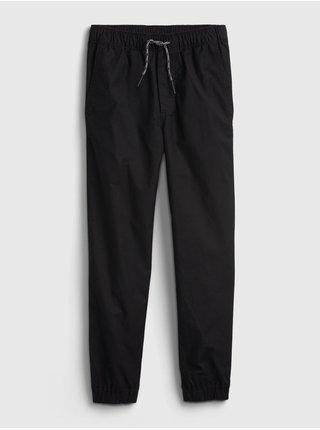 Černé klučičí kalhoty everyday joggers