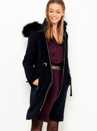 Tmavě modrý kabát s kapucí a umělým kožíškem CAMAIEU