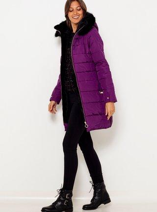 Fialová prošívaná bunda s kapucí a umělým kožíškem CAMAIEU