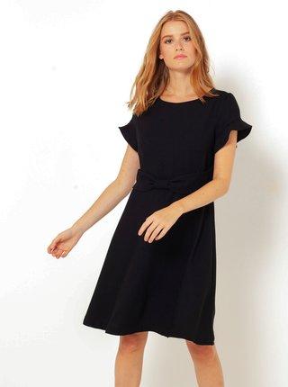 černé šaty s ozdobnou mašlí CAMAIEU