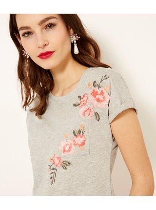 Světle šedé tričko s vyšívanými květy CAMAIEU