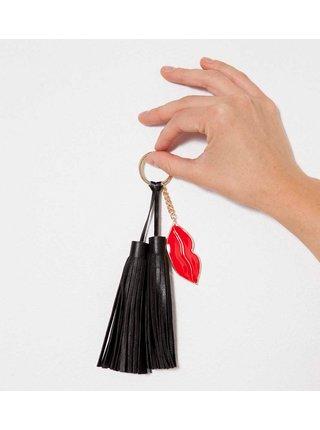 Čierny prívesok na kľúče so strapcami CAMAIEU