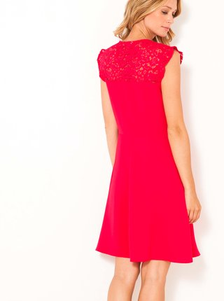 Červené šaty s krajkovým detailem CAMAIEU