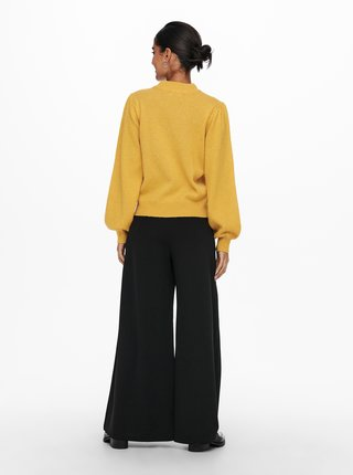 Žlutý svetr Jacqueline de Yong Rue