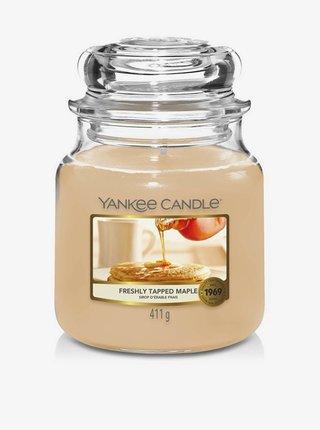 Vonná sviečka Yankee Candle Freshly Tapped Maple (classic stredná)