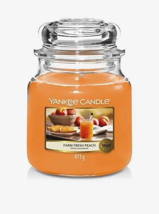 Vonná sviečka Yankee Candle Farm Fresh Peach (classic stredná)
