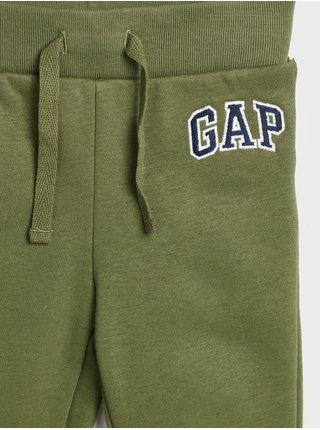 Zelené klučičí tepláky s logem GAP