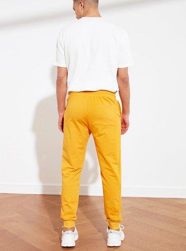 Oranžové tepláky Trendyol