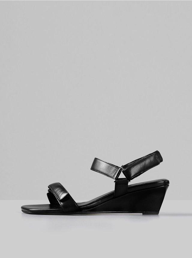 Čierne kožené sandálky na plnom podpätku Vagabond Nellie
