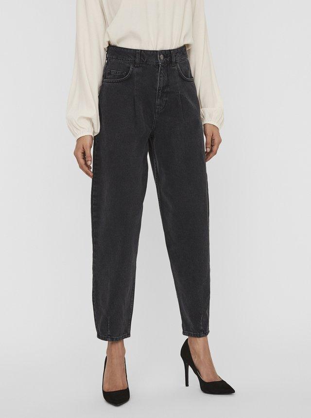 Černé mom fit džíny AWARE by VERO MODA Ida