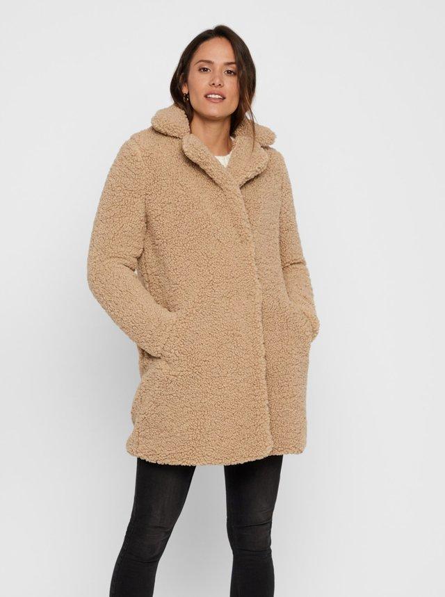 Béžový kabát z umelého kožúšku Noisy May Gabi