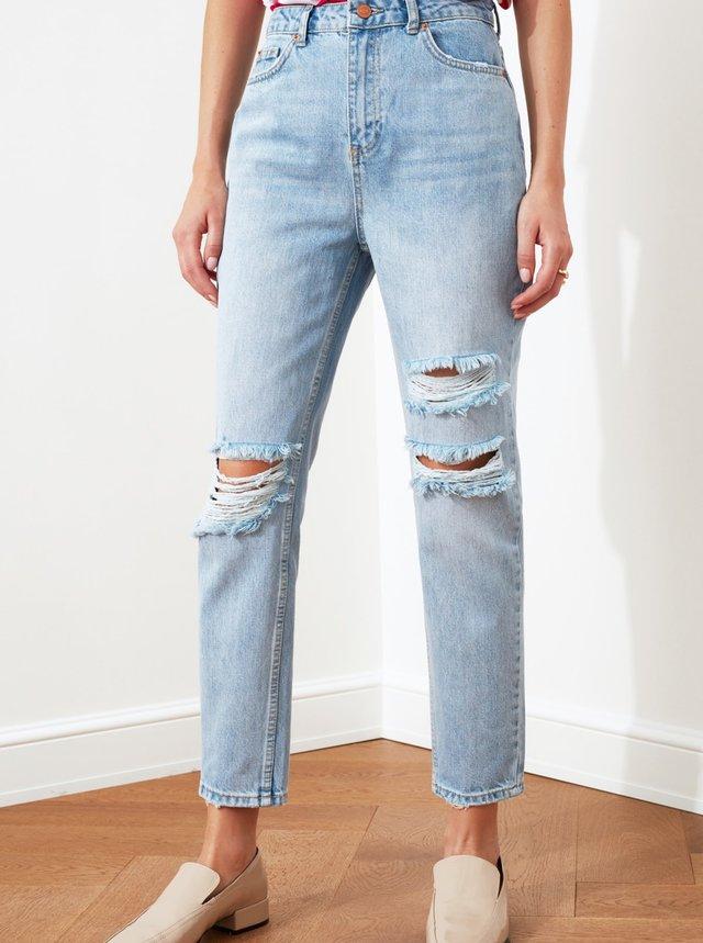 Světle modré mom džíny s potrhaným efektem Trendyol