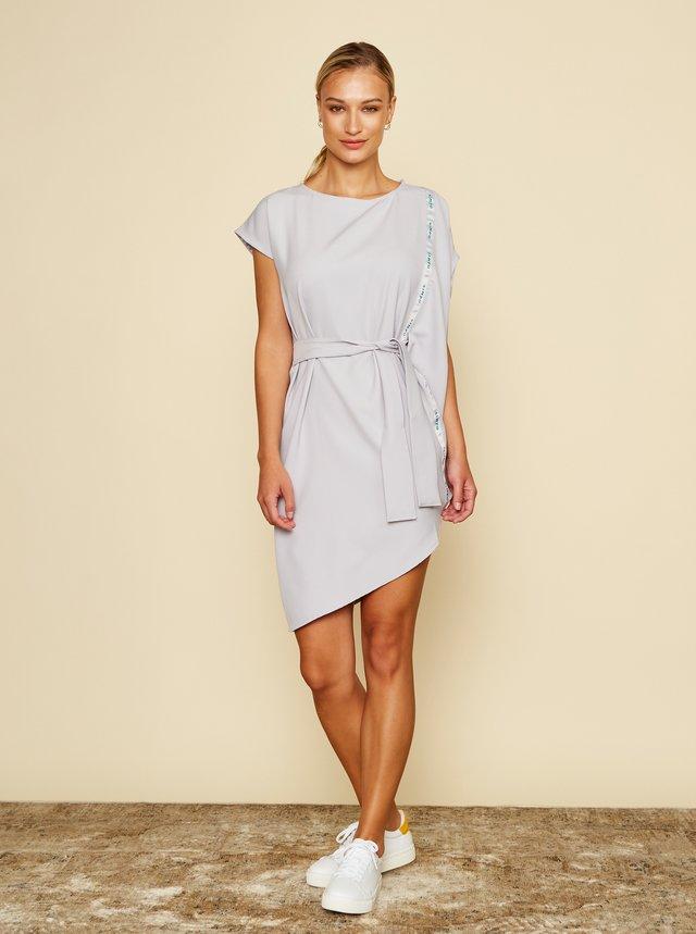 Simpo sivé asymetrické šaty Storm s opaskom