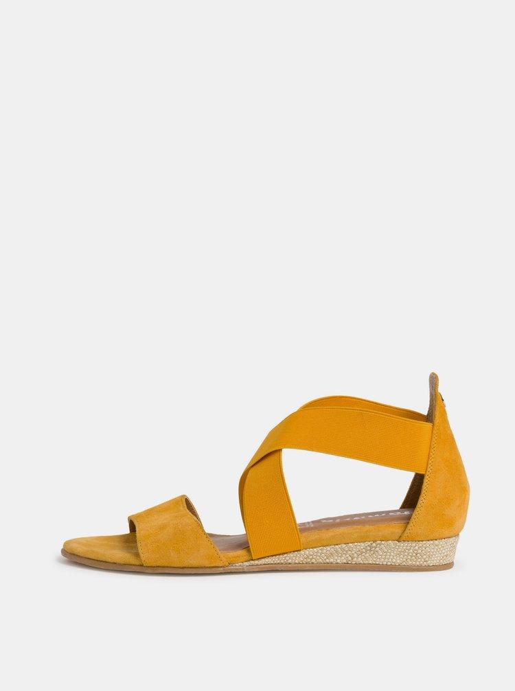 Žluté semišové sandálky Tamaris