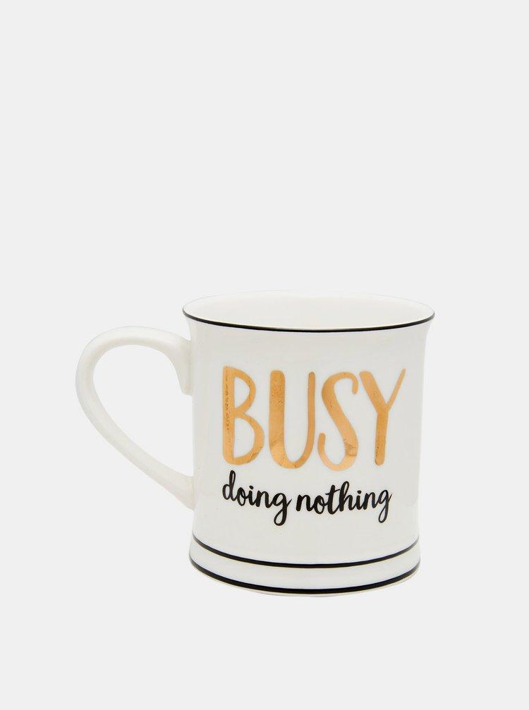 Biely hrnček s nápisom Sass & Belle Busy doing nothing
