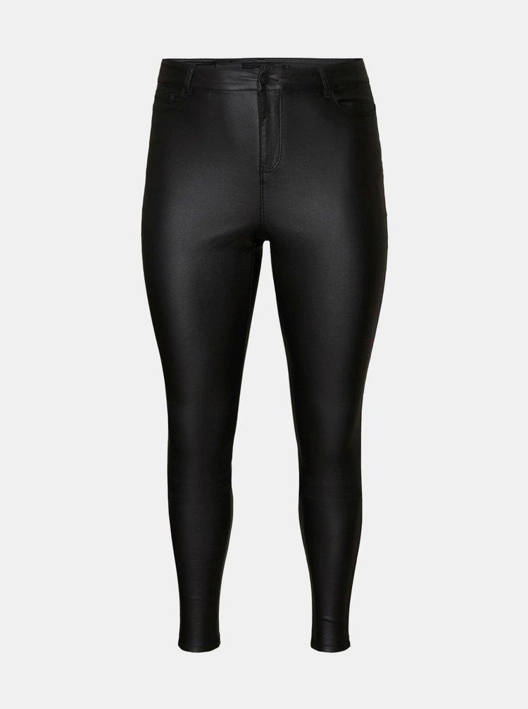 Černé kalhoty s povrchovou úpravou VERO MODA CURVE Lora
