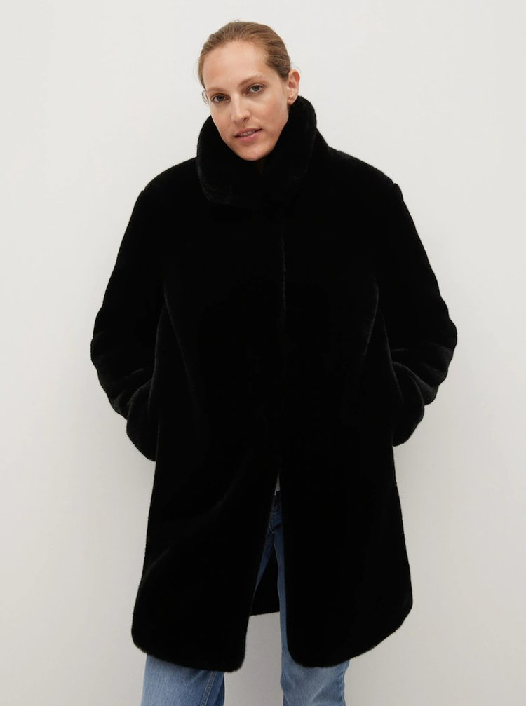 Čierny kabát z umelého kožúšku Mango Chillin