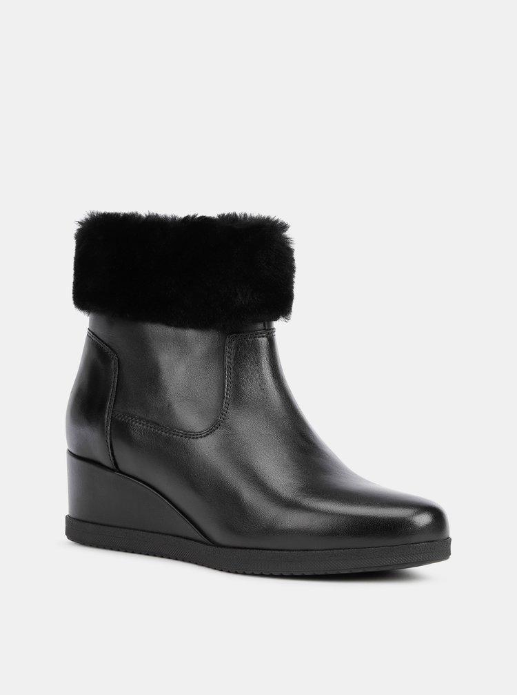 Čierne dámske kožené členkové topánky na plnom podpätku Geox