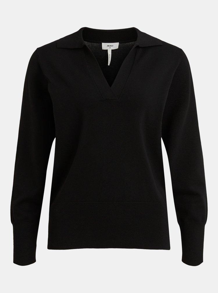 Černý svetr s límečkem .OBJECT