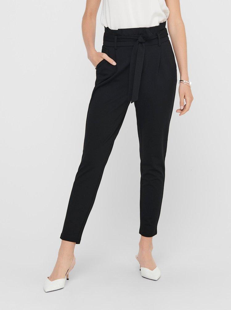 Čierne skrátené nohavice so zaväzovaním ONLY