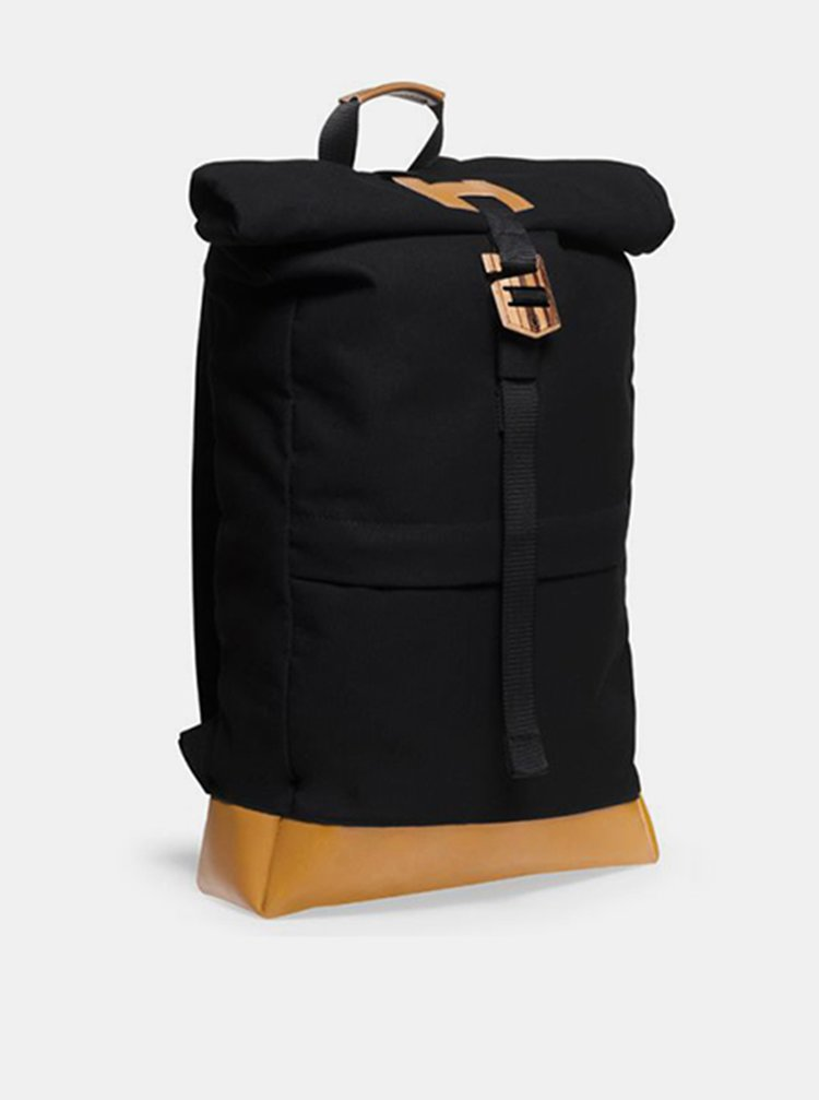 Praktický černý batoh s dřevěným detailem Lini Rollup BeWooden