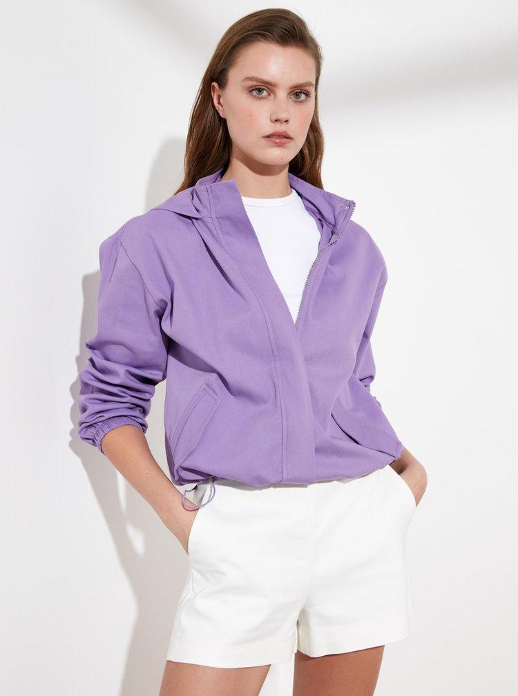 Fialová krátká bunda s kapucí Trendyol