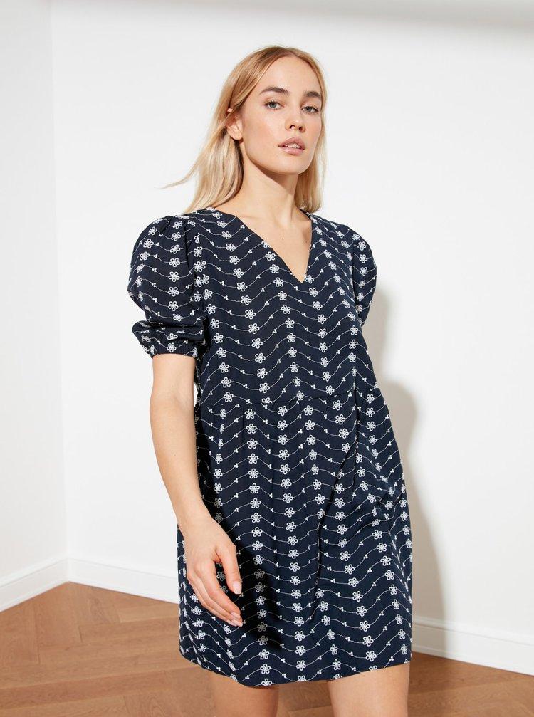 Tmavomodré kvetované voľné šaty Trendyol