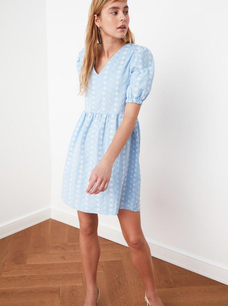 Světle modré květované volné šaty Trendyol
